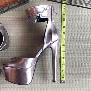 "Shoes - New Queen Fan 12"" platform heels shoes sz 8"